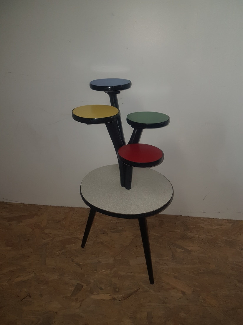 kleurrijke plantentafel 4-etages
