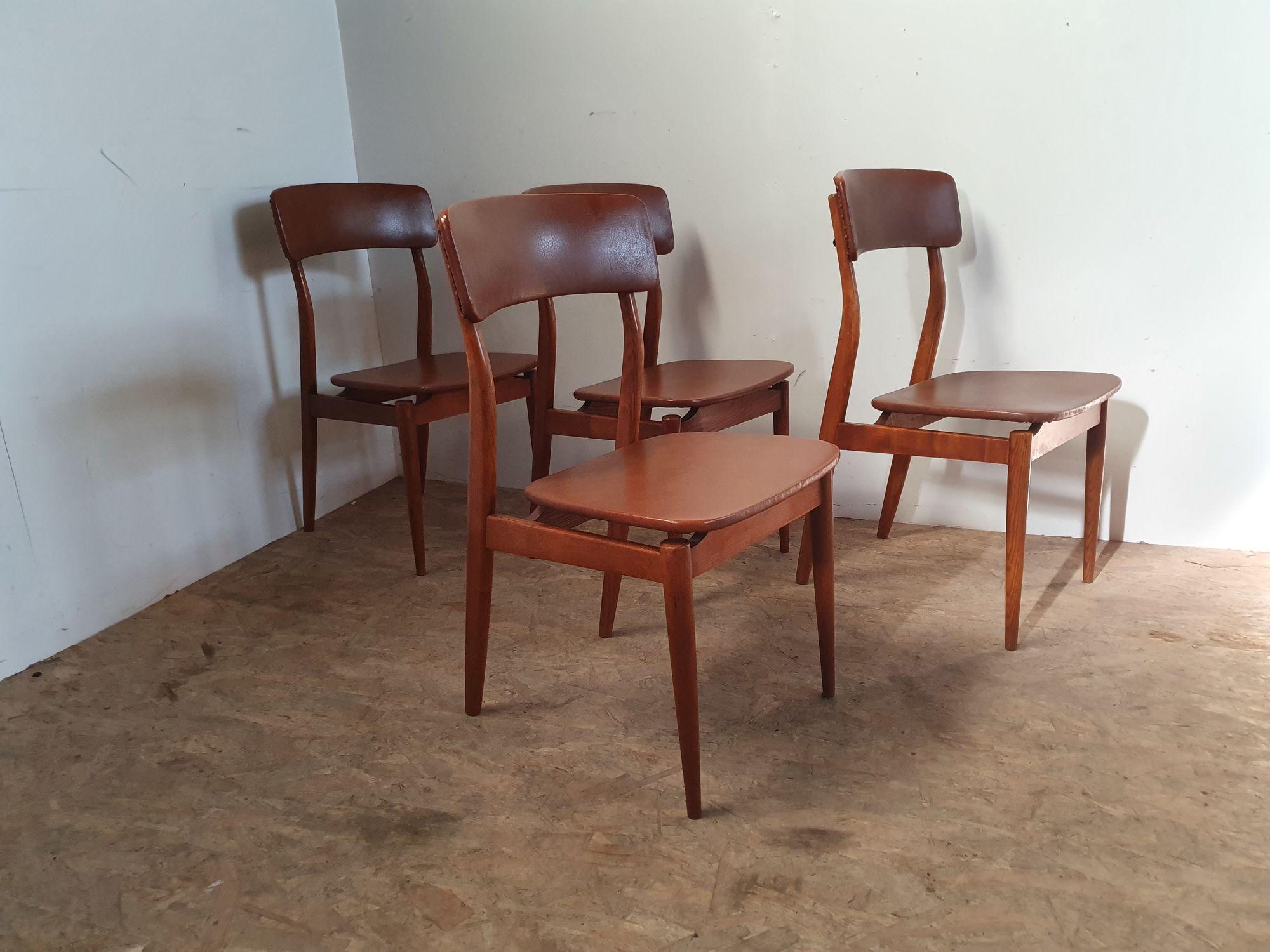 4 vintage stoelen