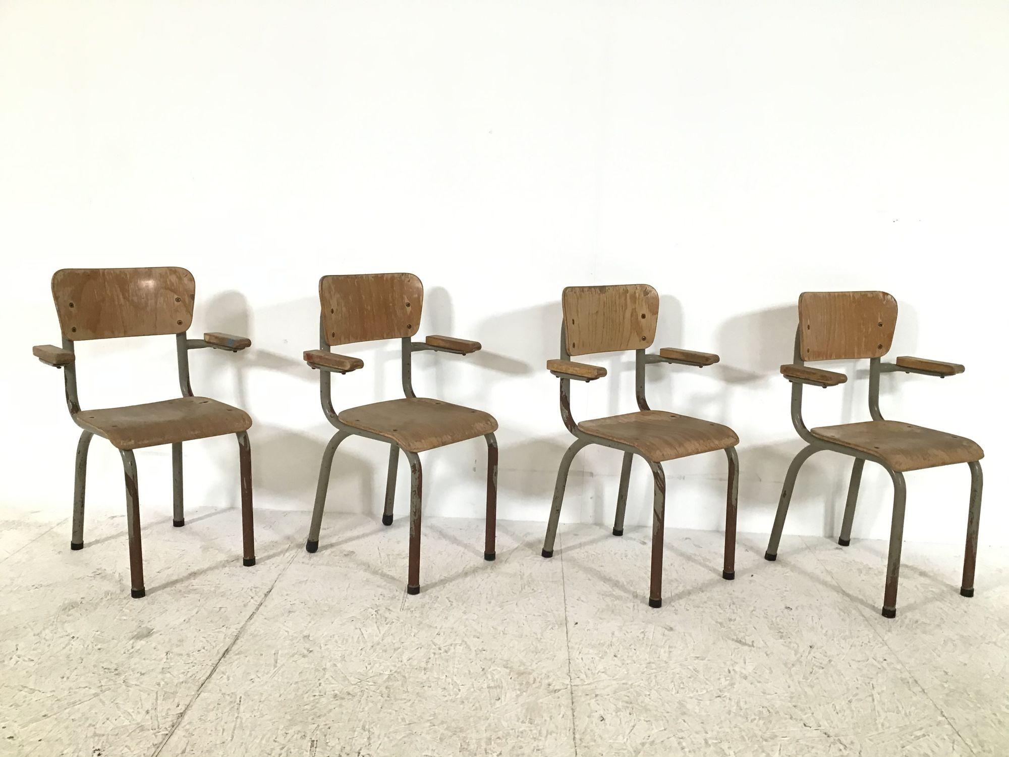 houten kleuterstoeltjes